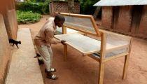 Tanganyika : séchage solaire des fruits dans la zone du projet de sécurité alimentaire à Kabongo