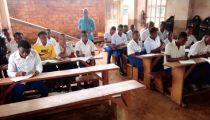Programme d'accès à l'éducation des jeunes et de leur lutte contre le travail dans les mines de Mwenga  et de Wamba en RD. Congo: Les enfants autrefois utilisés dans les mines effectuent leur rentrée scolaire