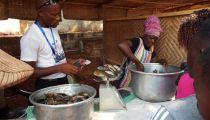 Pêcheurs et pisciculteurs dans le Projet 'Un Monde sans  Faim'