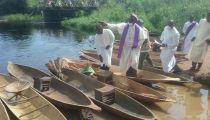 Sud-Ubangi: 20 pirogues supplémentaires remises par la Caritas aux Organisations des Pêcheurs de Budjala