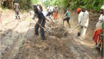 Tanganyika : Caritas Kongolo appuie la réhabilitation des routes de desserte agricoles dans le Territoire de Kabongo